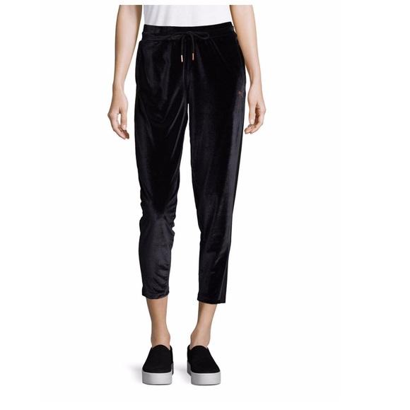 the best attitude e9c33 7d9e9 Puma Yogini Velvet Cropped Sweatpants. M 5bf1e3932beb7991e7994f60